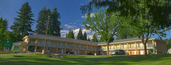 Mt. Shasta Inn and Suites: Exterior View