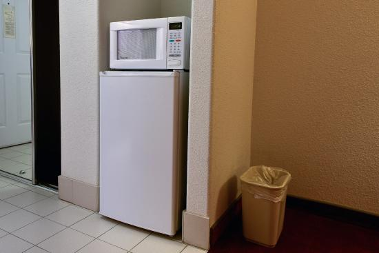 Mt. Shasta Inn and Suites: Microwave & Refrigerator