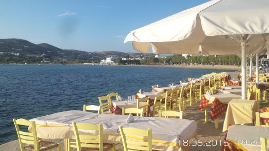 Hotel Paros : A choice of sea front restaurants
