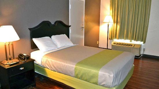 Studio 6 Skytop Rome: Guest Room
