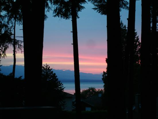 At Nautica Tigh Bed & Breakfast: Ever changing..sunset from the Upper Deck Room.