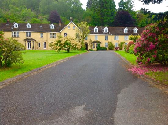 Knipoch, UK: Views of hotel and loch from North and South ends of the hotel drive.