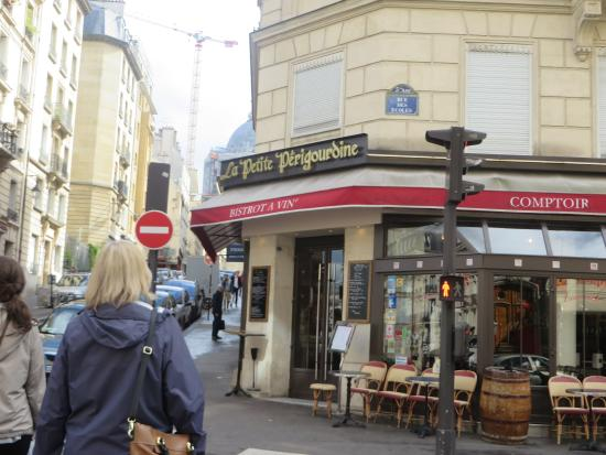 Hotel Saint-Jacques: The wonderful Italian restaurant across the street from the hotel.