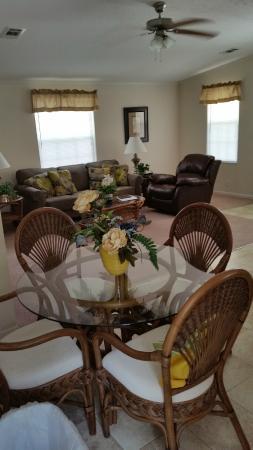 Siesta Bay RV Resort : Living area