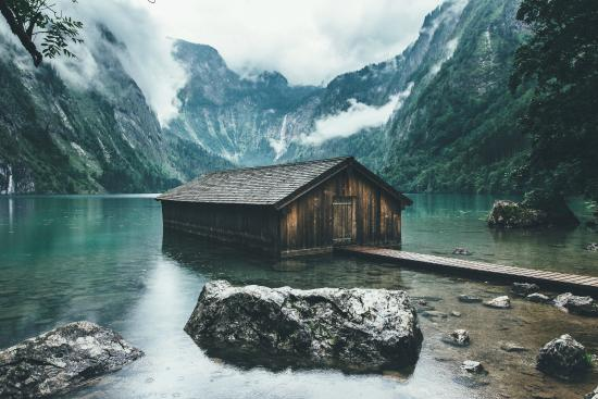 Nationalpark Berchtesgaden: Boathouse on the shore of the Obersee