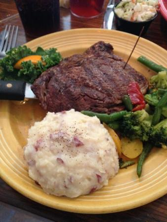 Conch Cafe: Ribeye with mashed potatoes and vegetables