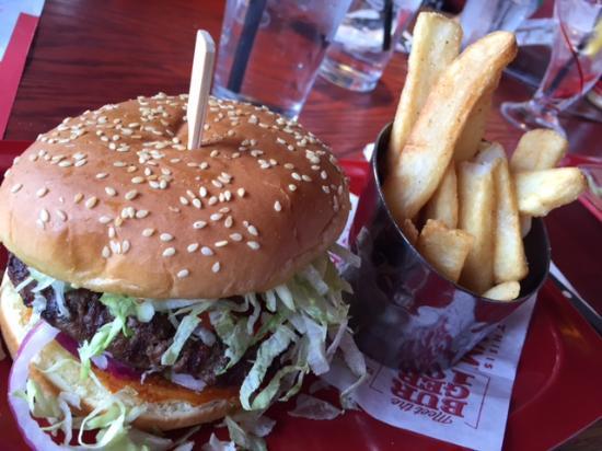 Red Robin Gourmet Burgers: Red Robin.....Yum