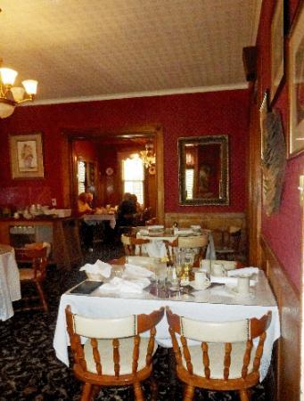 The Olde Richmond Inn: Small dining room