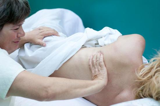 Tecopa, Калифорния: Expert fascia therapy tracks restrictions to their source