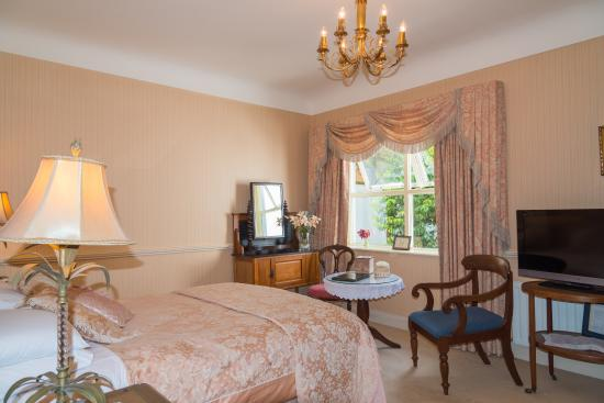 Fuchsia Guest House: A Twin bedroom