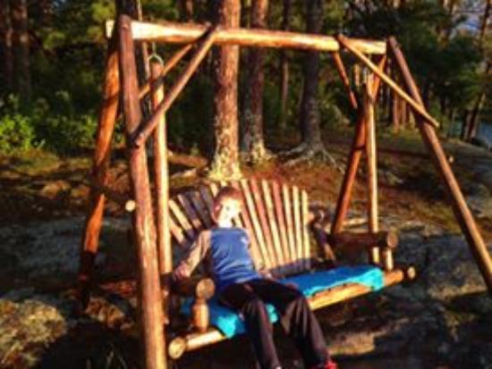 Ludlow's Island Resort: Wooden Swing