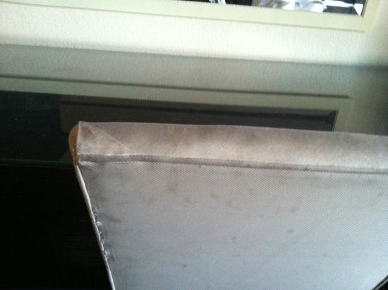 Red Roof Inn Tulare-Downtown/Fairgrounds: nasty desk chair