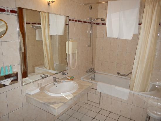 Grand Hotel Ukraine: Ванная