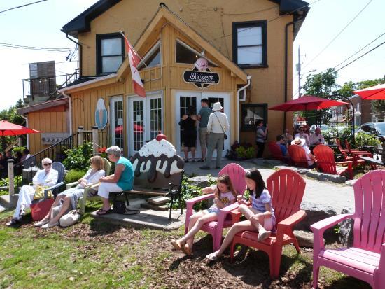 Slickers: outdoor seating sundae bench