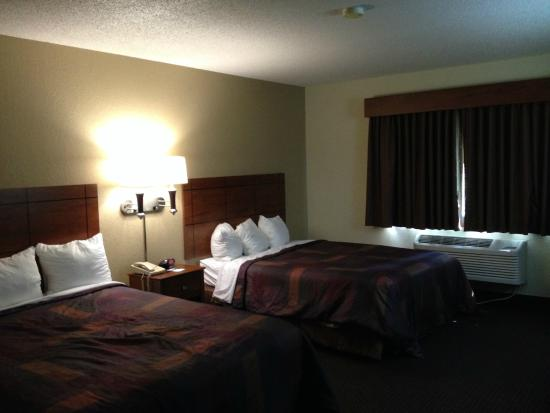 AmericInn Lodge & Suites Lake City: room 202
