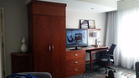 Courtyard Gettysburg: TV area