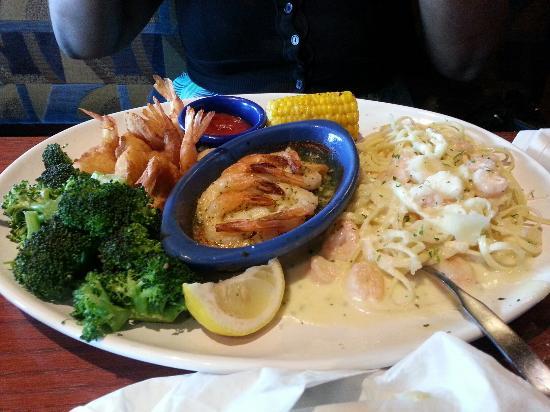 Red Lobster: Shrimp trio & lobster pizza