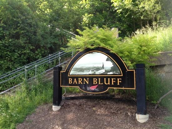 Barn Bluff: sign at start of trail