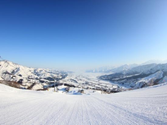 Ishiuchi Maruyama Ski Resort : 魚沼平野を見下ろす絶景ロケーション