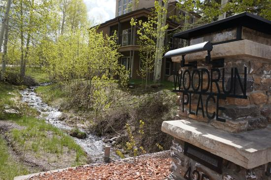 Woodrun Place Entrance