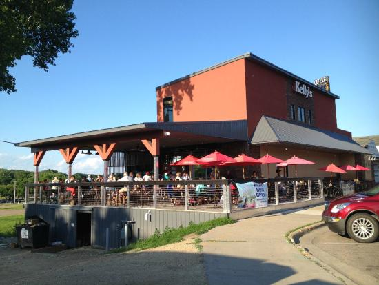 Kelly's Tap House Bar & Grill: building
