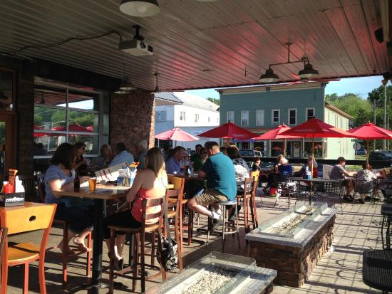 Kelly's Tap House Bar & Grill: outside patio with modern fire pits