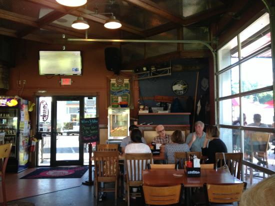 Kelly's Tap House Bar & Grill: inside