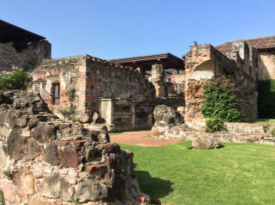 Ruinas (136857685)