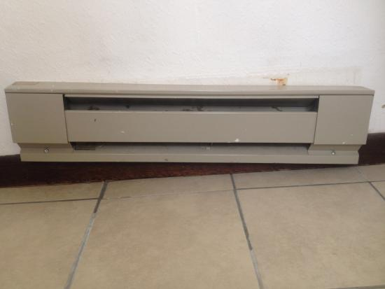 Econo Lodge: Radiator rusting and falling off wall.