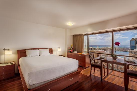 Aston at the Executive Centre Hotel: BUSINESS SUITE - OCEAN VIEW