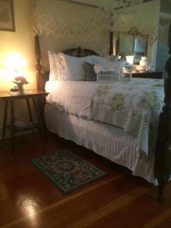 Magnolia Cottage Bed & Breakfast: Canopy bex