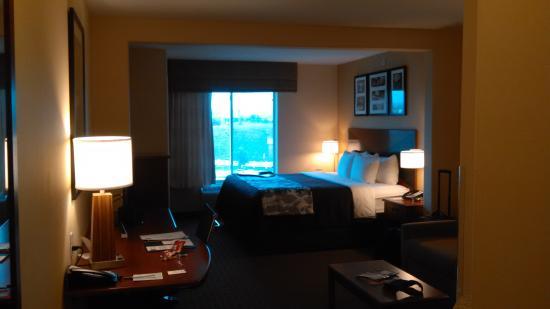 Sleep Inn & Suites: room near dusk
