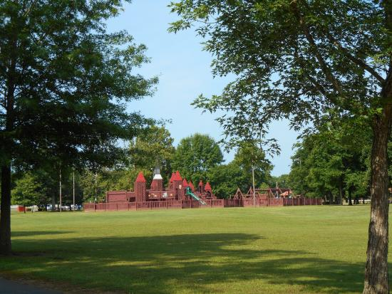 Lebanon, TN: A playground at the park