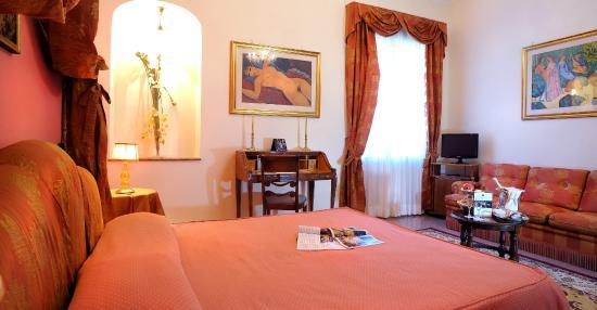 https://media-cdn.tripadvisor.com/media/photo-s/08/28/94/41/pamaran-hotel.jpg