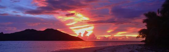 Tavewa Island, Fiji: COCONUT BEACH FIJI SUNSET