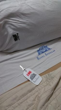 Hotel Antillas: Bed in room 106