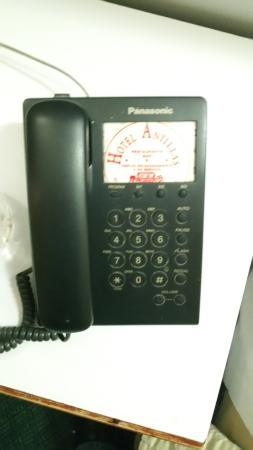 Hotel Antillas: Phone in room