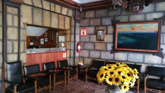 Hotel Antillas: Lobby area.