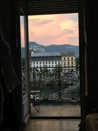 Des Tourelles: Балкон в номере и вид