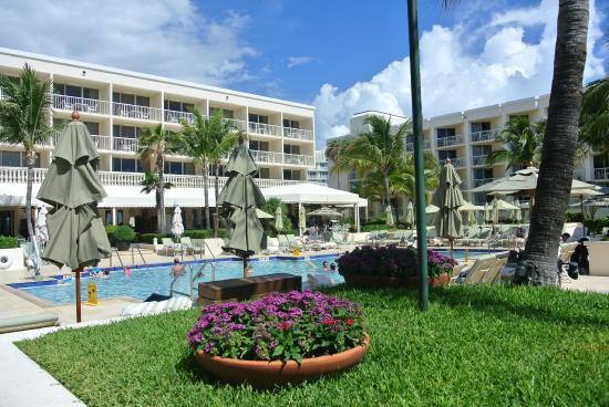 Four Seasons Resort Palm Beach Pool Area
