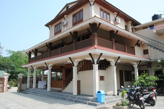 Hotel Westwood Sauraha Chitwan