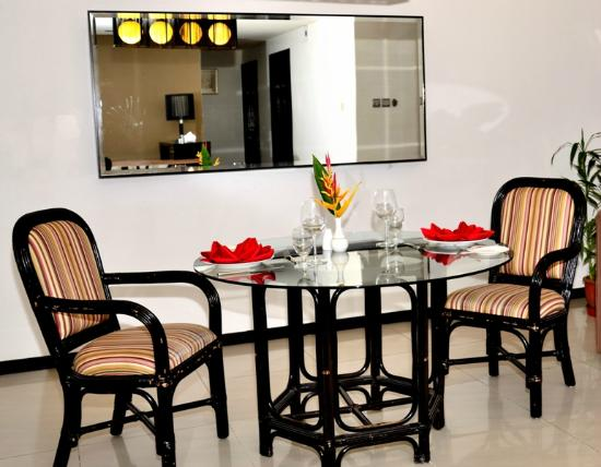 Likas Square Apartment Hotel: Premier suite dining table