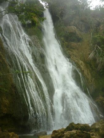 Mele Cascades: Mele Waterfall