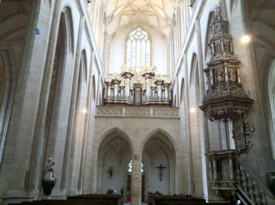 Saint Barbara's Church: архитектура интерьера Собора