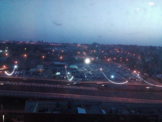 Leonardo Boutique Rehovot: Night view outside