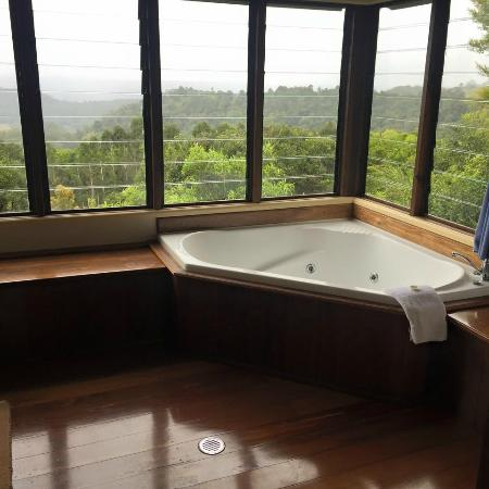 Rosebrook Cottages: bath with a view