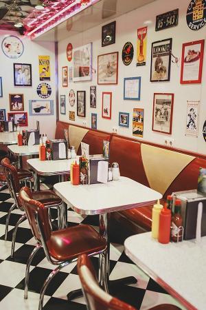 Starlite Diner : Red sofas
