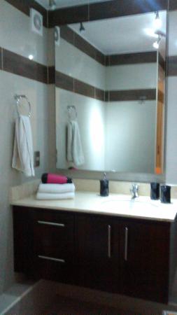 City Inn Apart Home: Banheiro com secador de cabelos