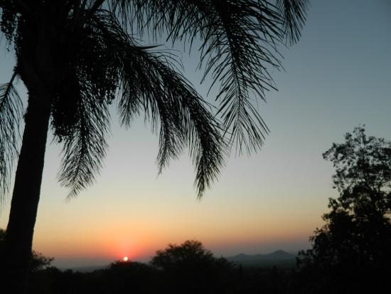 Edelweiss Corporate Guest House: Beautiful sundown every day.