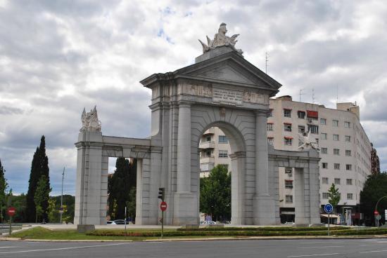Puerta toledo picture of puerta de toledo madrid for Shoko puerta de toledo